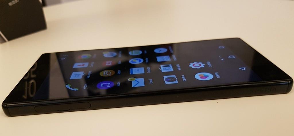 Sony Xperia Z5 Premium lijeva strana