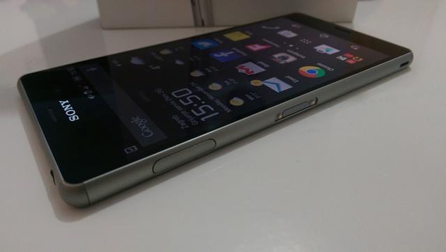 Sony Xperia Z3 sa strane